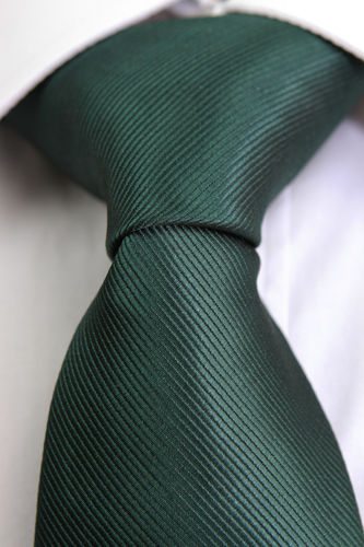 Smooth green tie